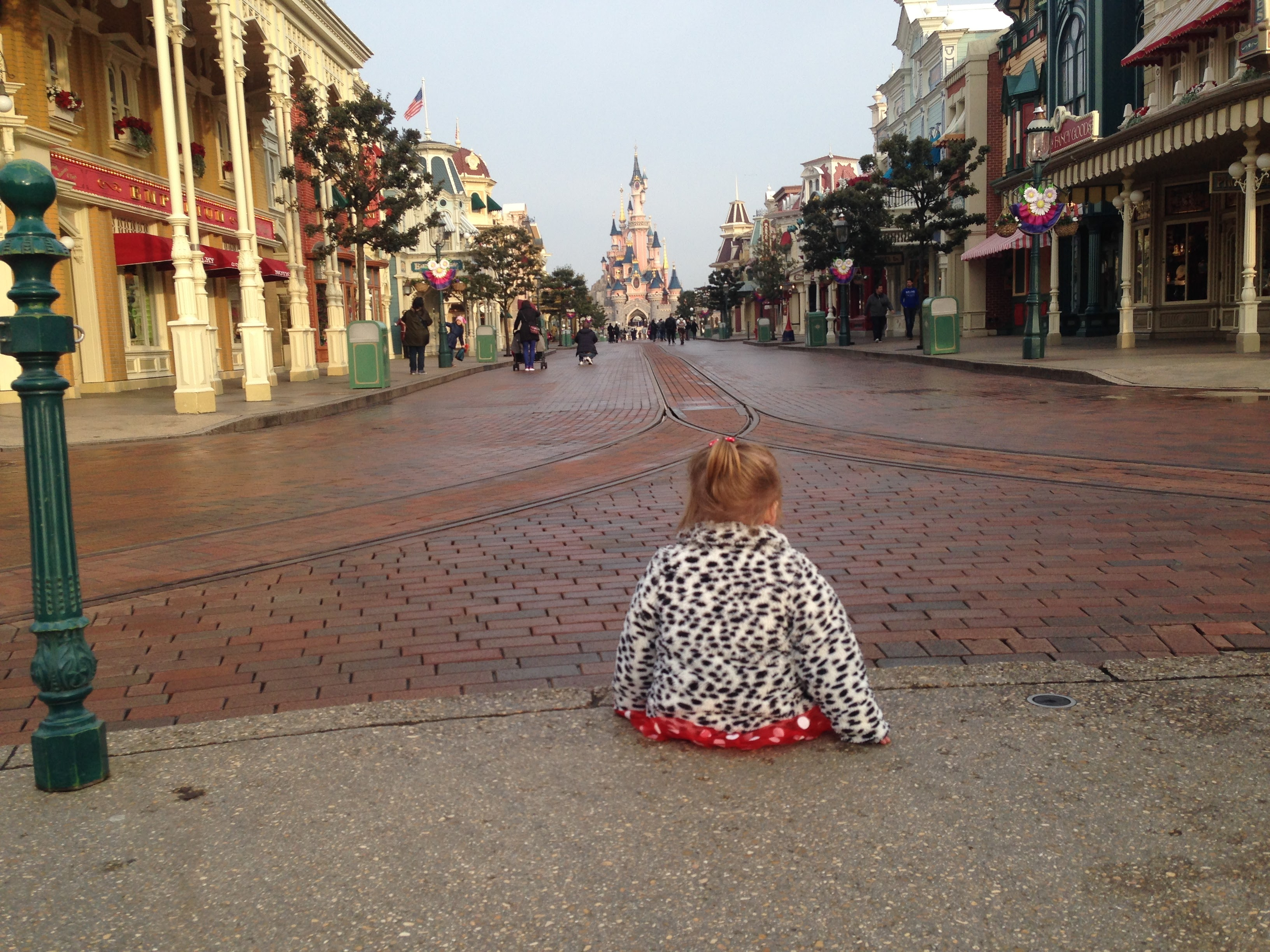 How much spending money should i take to Disneyland Paris?